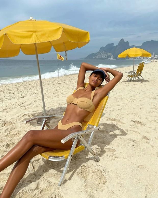 Тина Кунаки на отдыхе в Рио-де-Жанейро