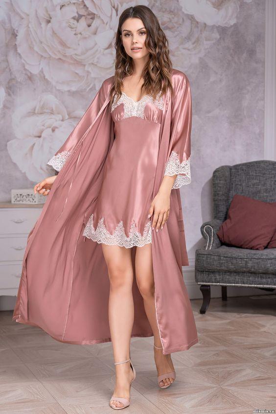 ТОП-7 образов одежды для сна -  пудровое платье с кружевом