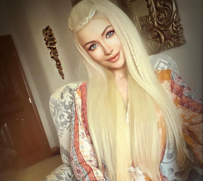Эффектно: Одесская Барби показала фигуру в откровенном наряде