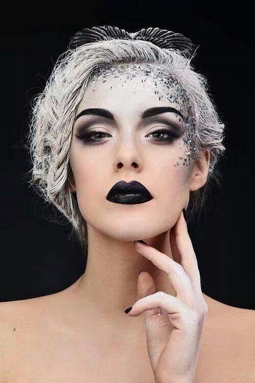Тон кожи в макияже на Хэллоуин