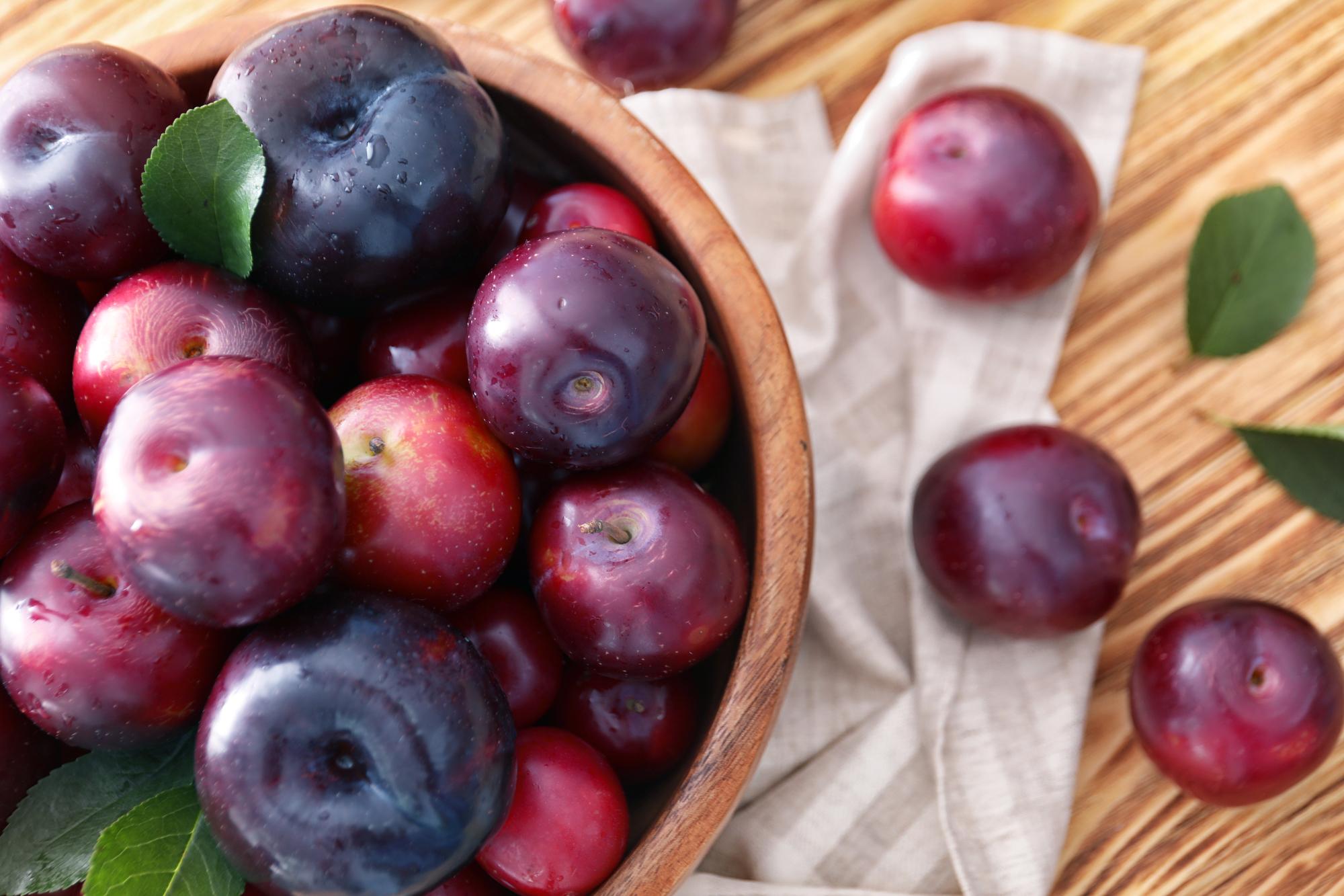Почему нужно есть сливы: совет диетолога