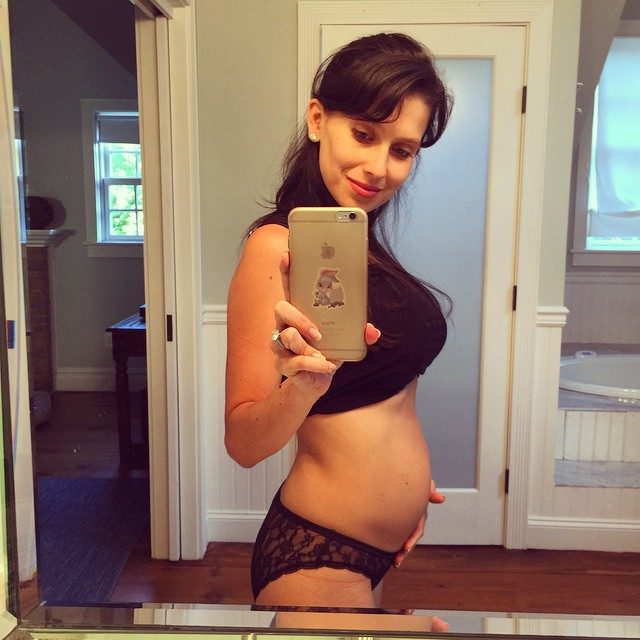 Хилари Томас показала фигуру спустя неделю после родов