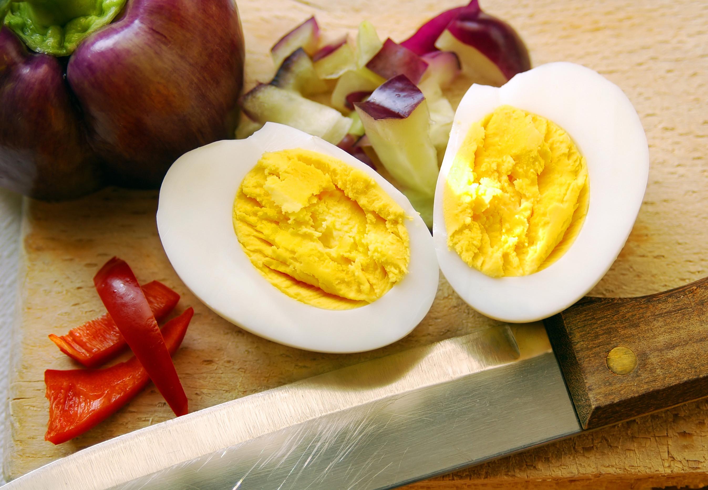 Как варить яйца всмятку