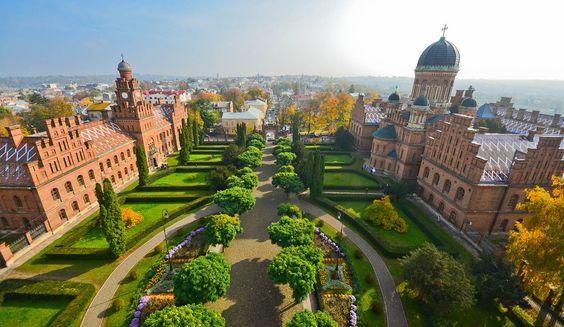 ТОП-7 городов Украины, которые больше всего любят туристы - Черновцы