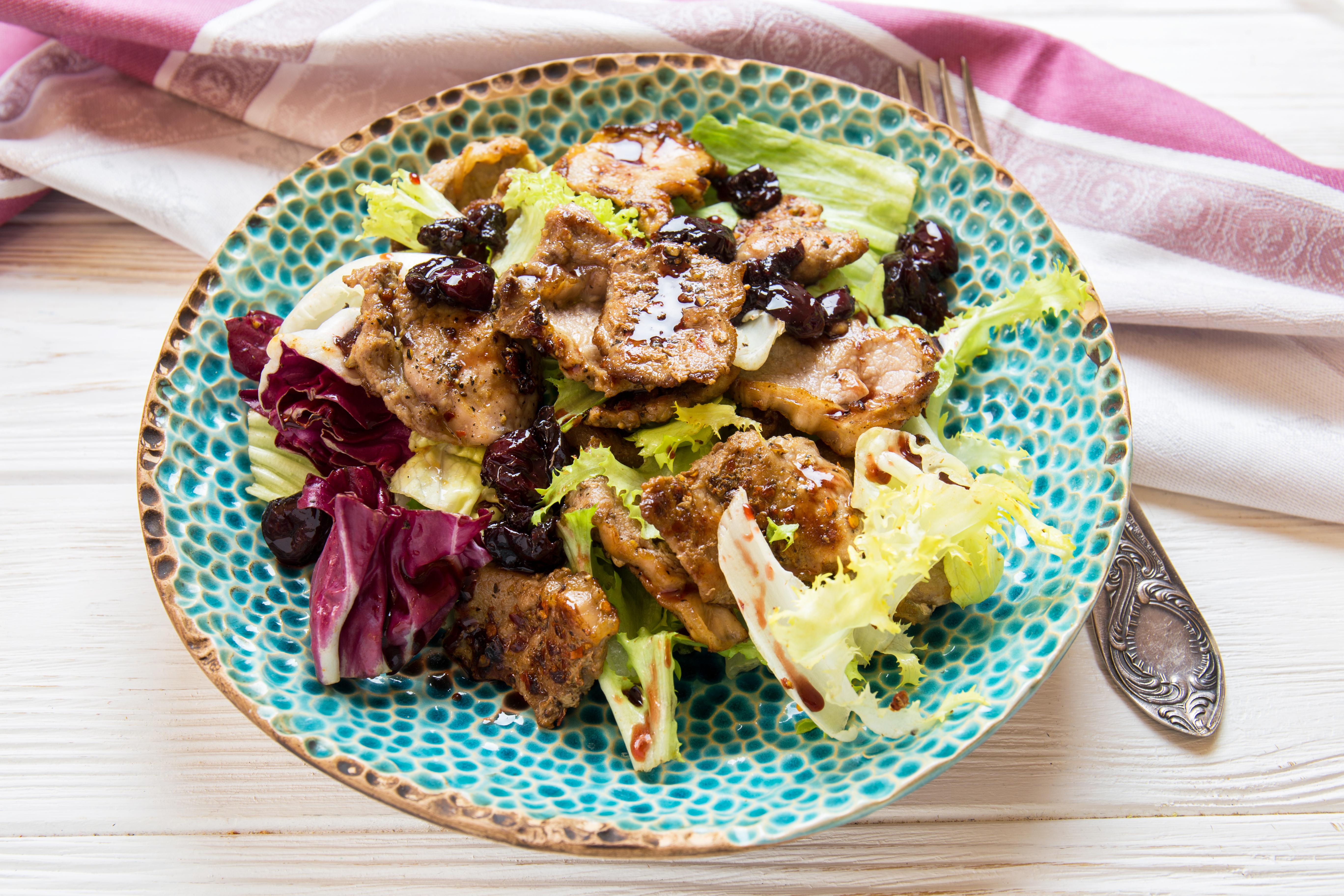 Рецепт новогоднего салата с телятиной