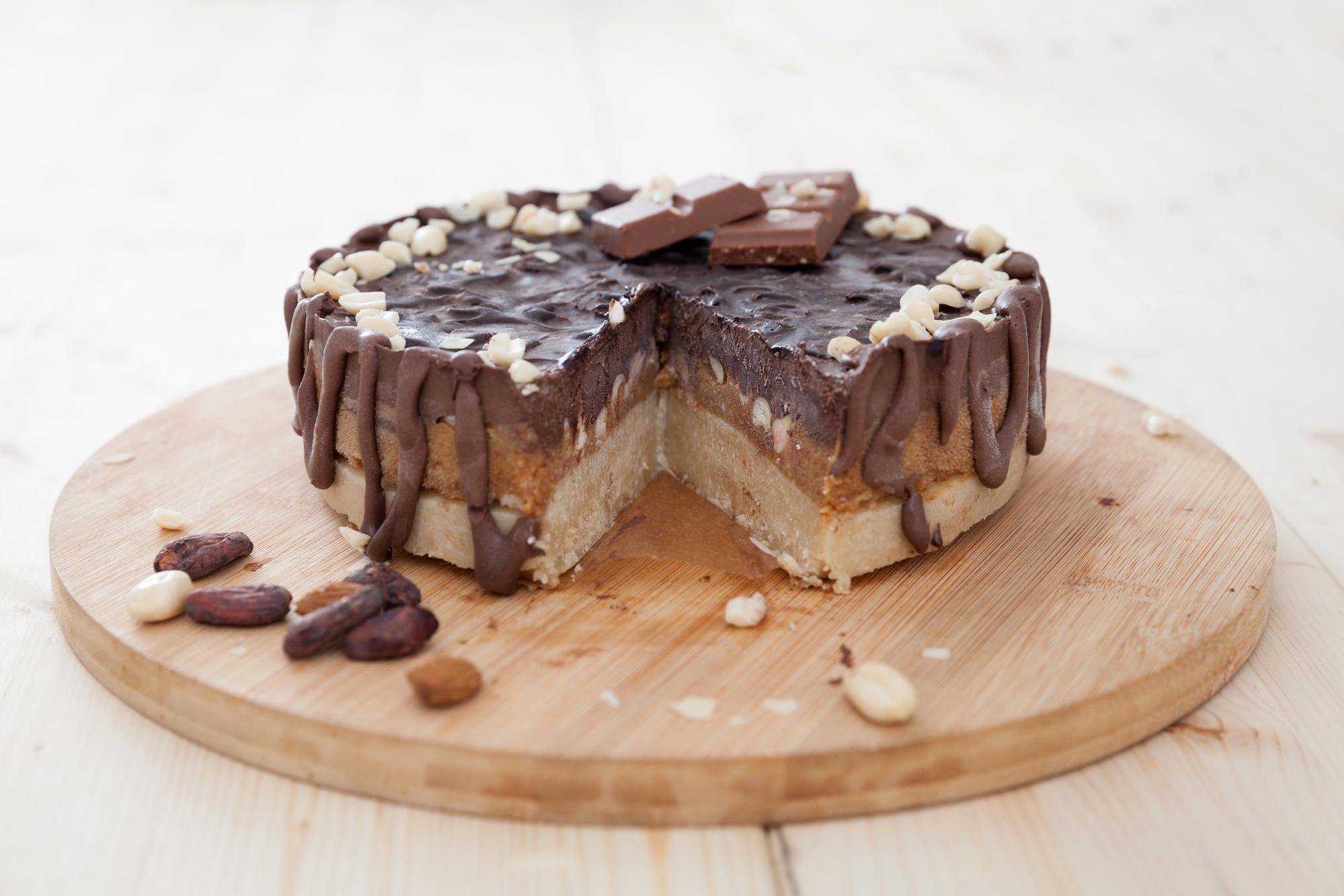 Торт Сникерс: как приготовить известный десерт дома