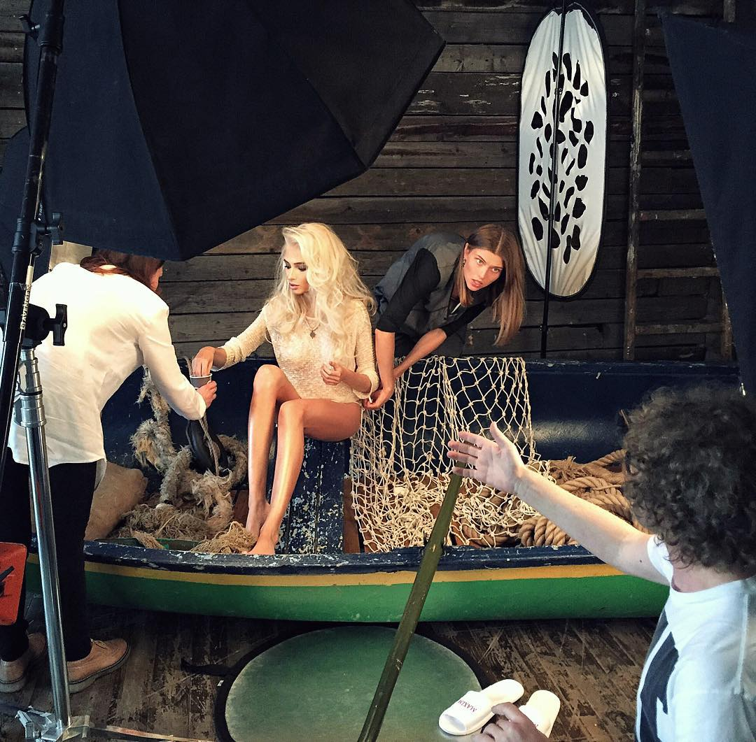 видео со съемок для эротического журнала