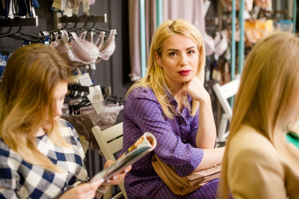 Украинский дизайнер Елена Бурба точно знает, что заставляет женщину чувствовать себя дискомфортно в одежде