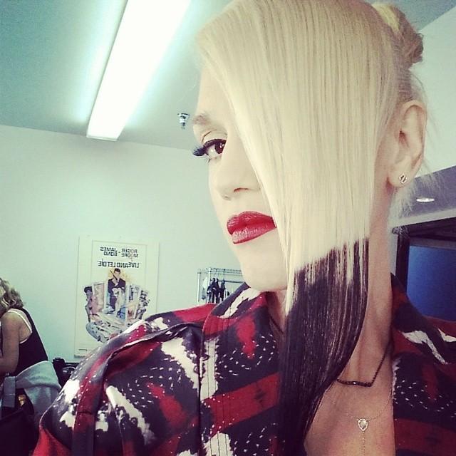 Певица Гвен Стефани покрасила кончики волос в черный цвет