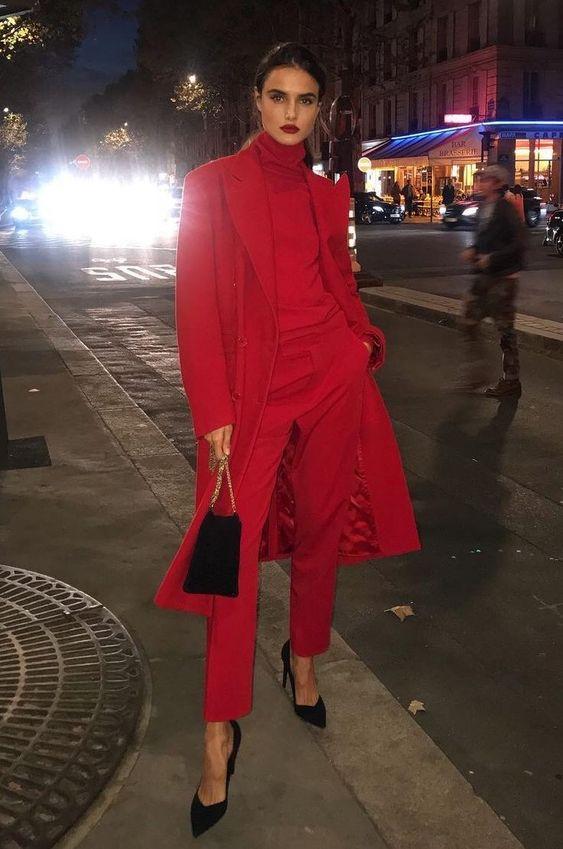 Красный образ с классическими брюками