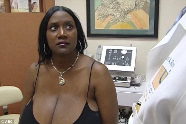 Смотреть фото женских огромных грудей, на девушку одевают кандалы из секс шопа видео