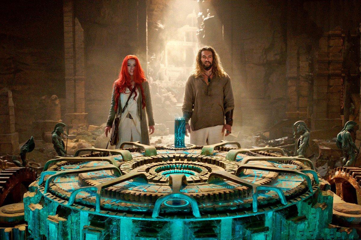 В картине Аквамен супергерой попадает в подземный город