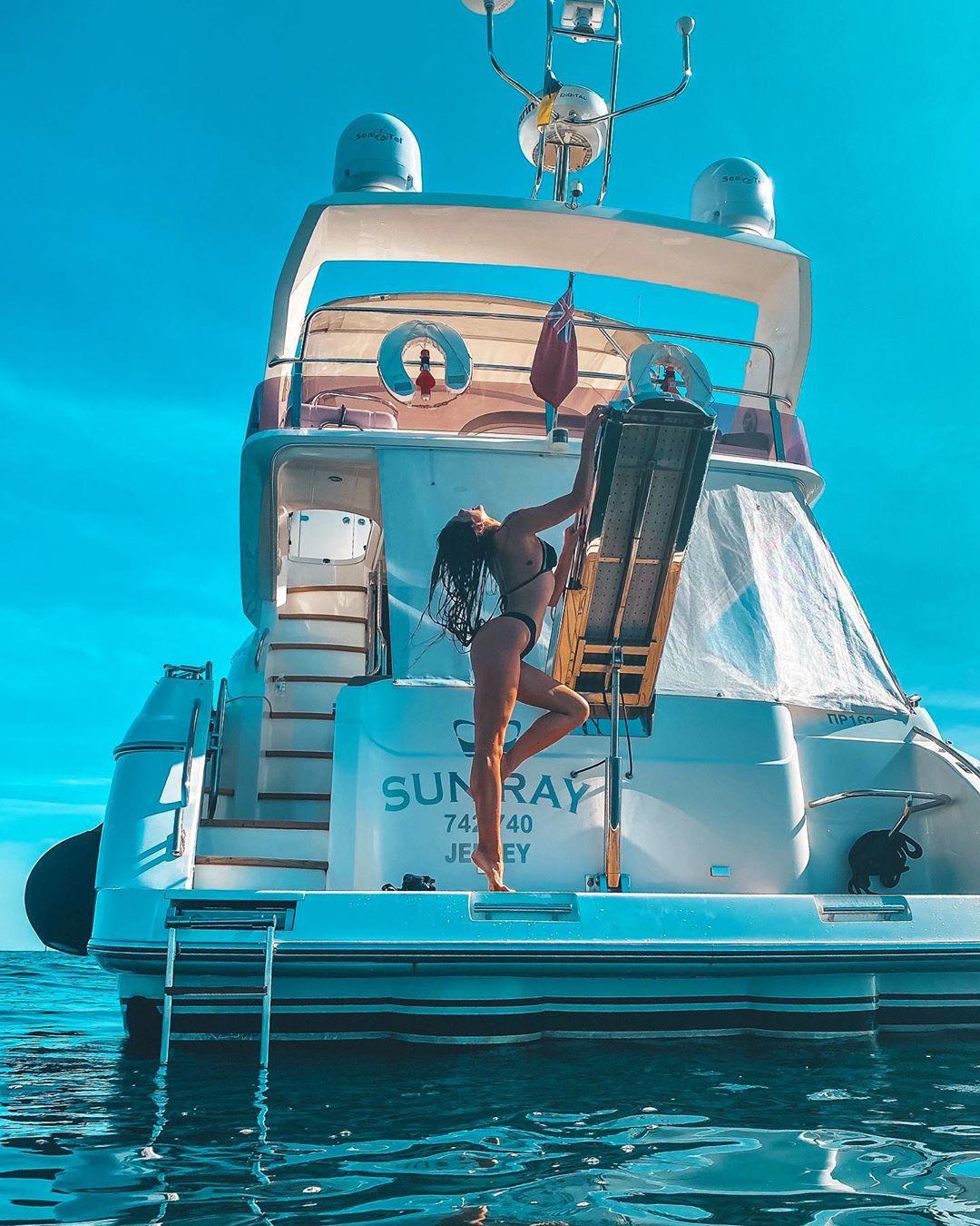 Победительница «Холостяка» засветила сексуальные формы на яхте