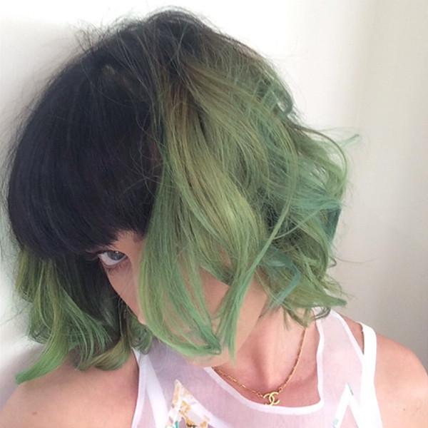 Певица Кэти Перри является поклонницей экспериментов с волосами