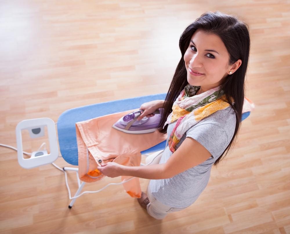 женщины-Весов фото девушка гладит утюгом Где сейчас
