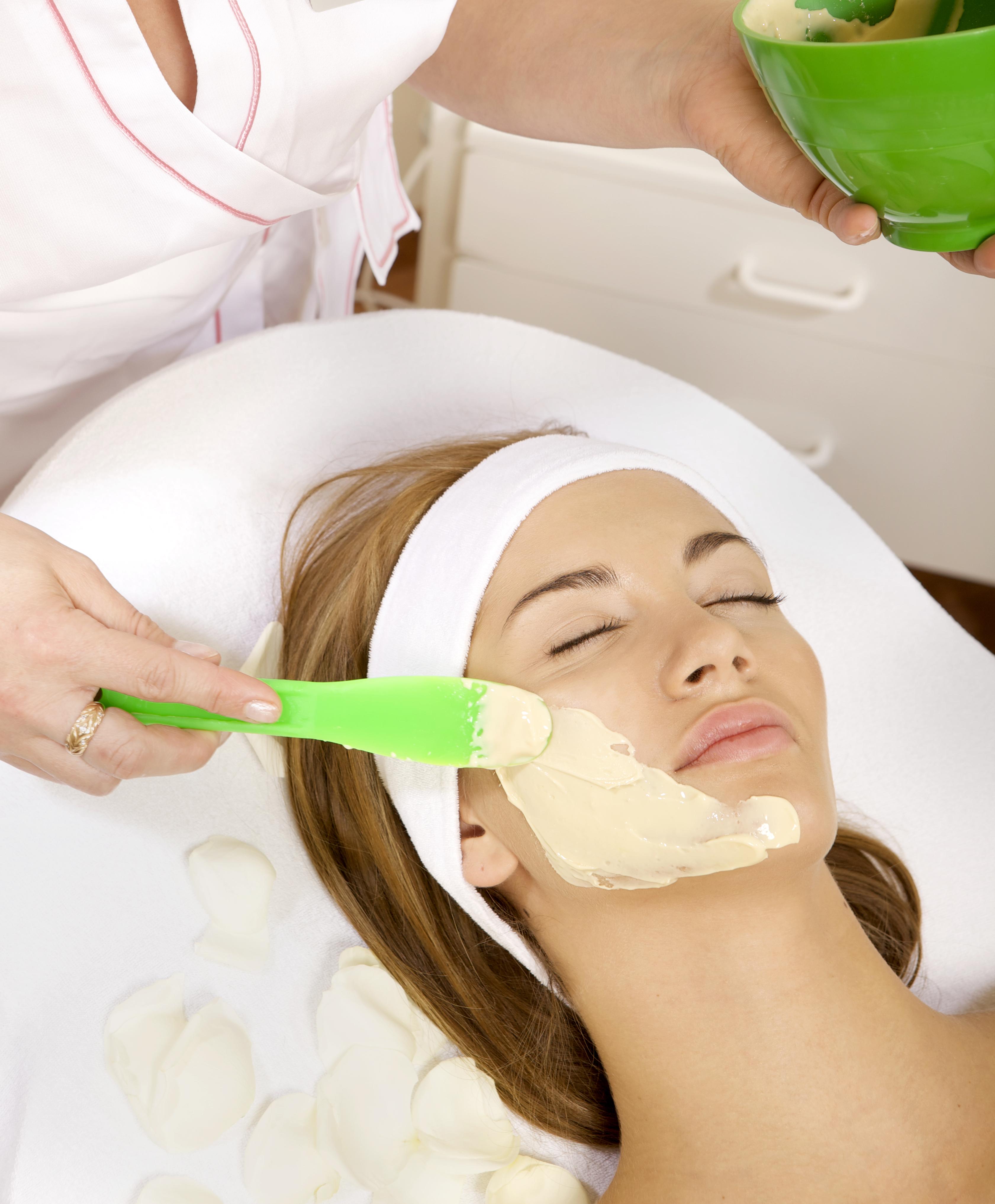 Домашний пилинг лица: ТОП-3 рецепта для идеальной кожи