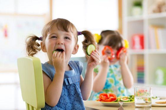 Диетолог рассказала, как приучить ребенка есть овощи