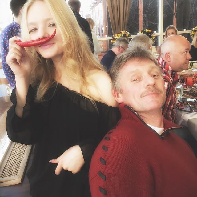 Дмитрий Песков с дочкой Лизой