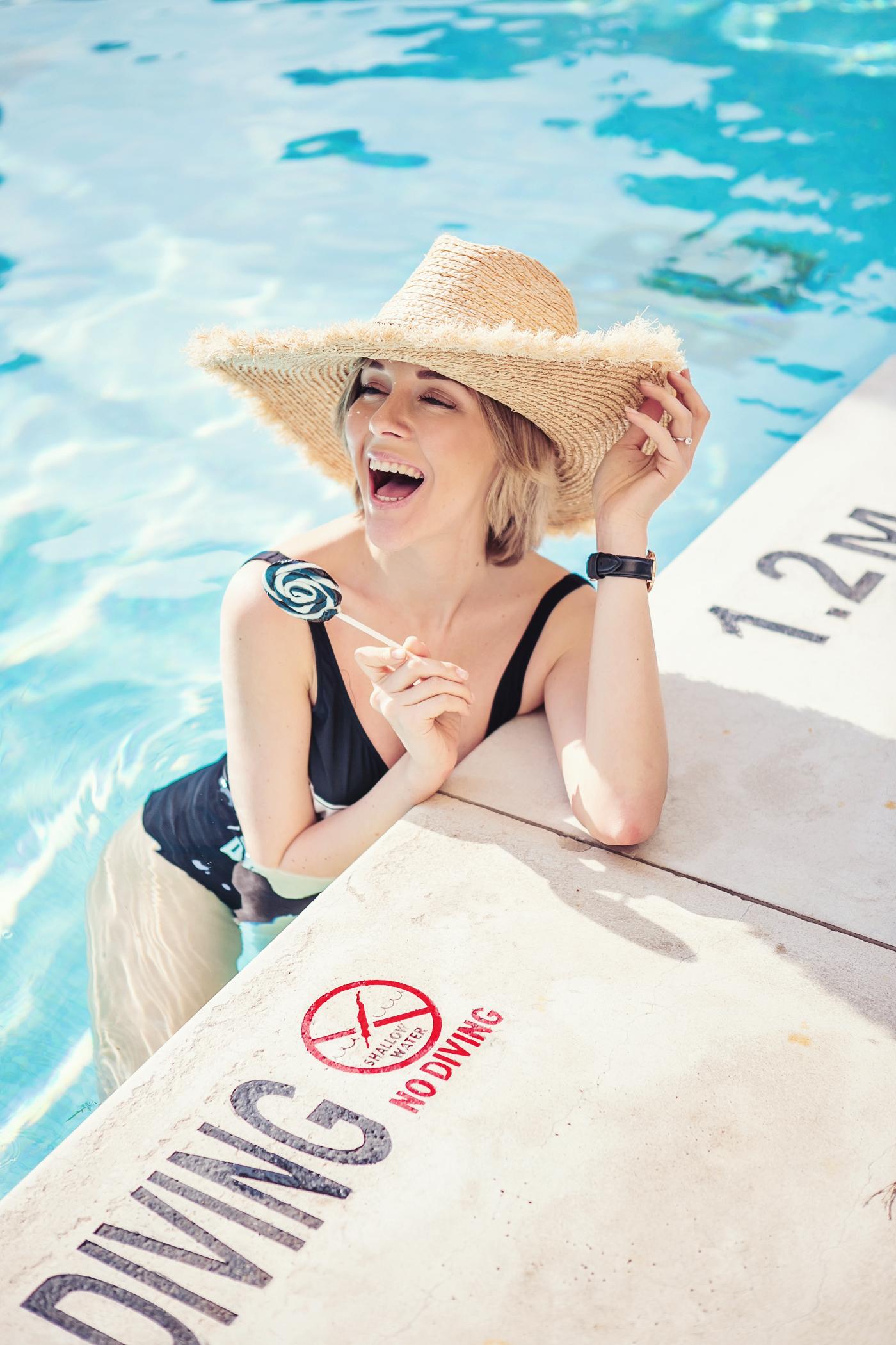 Без стильного купальника этим летом ты точно не останешься!