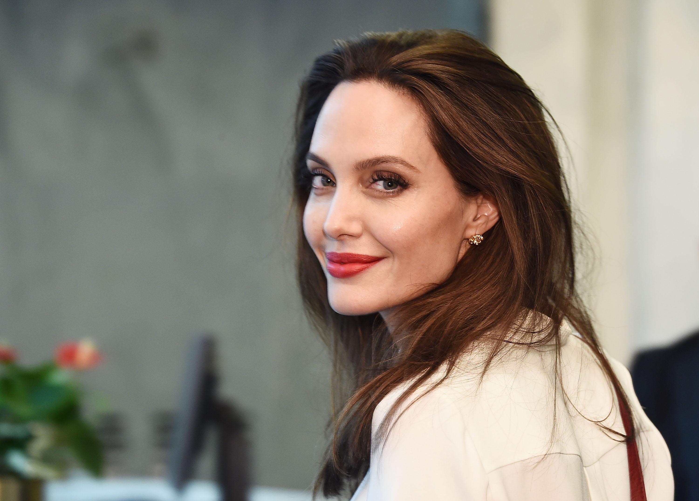 Анджелина Джоли продала за $11,5 млн картину, подаренную Брэдом Питтом