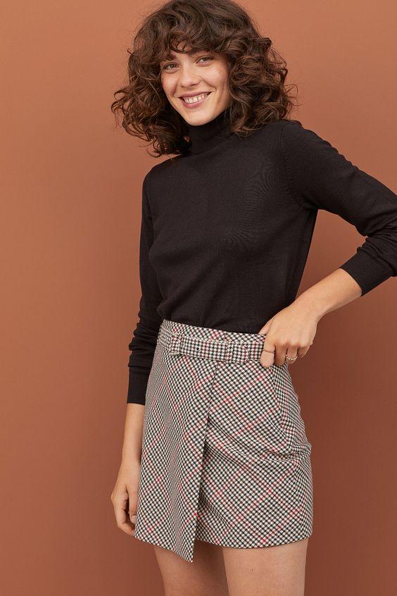 Черный свитер - элемент базового гардероба