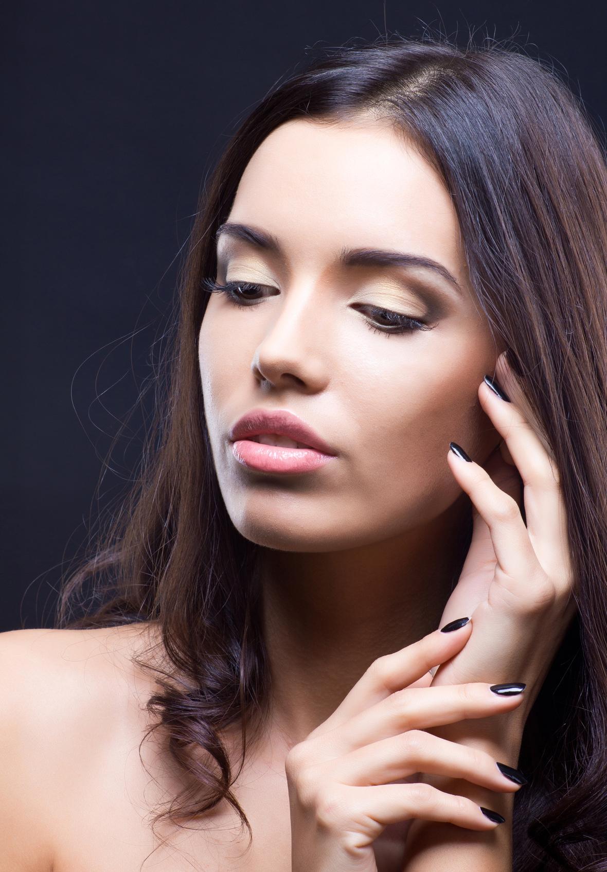 Игра света и тени в макияже поможет сделать взгляд более выразительным