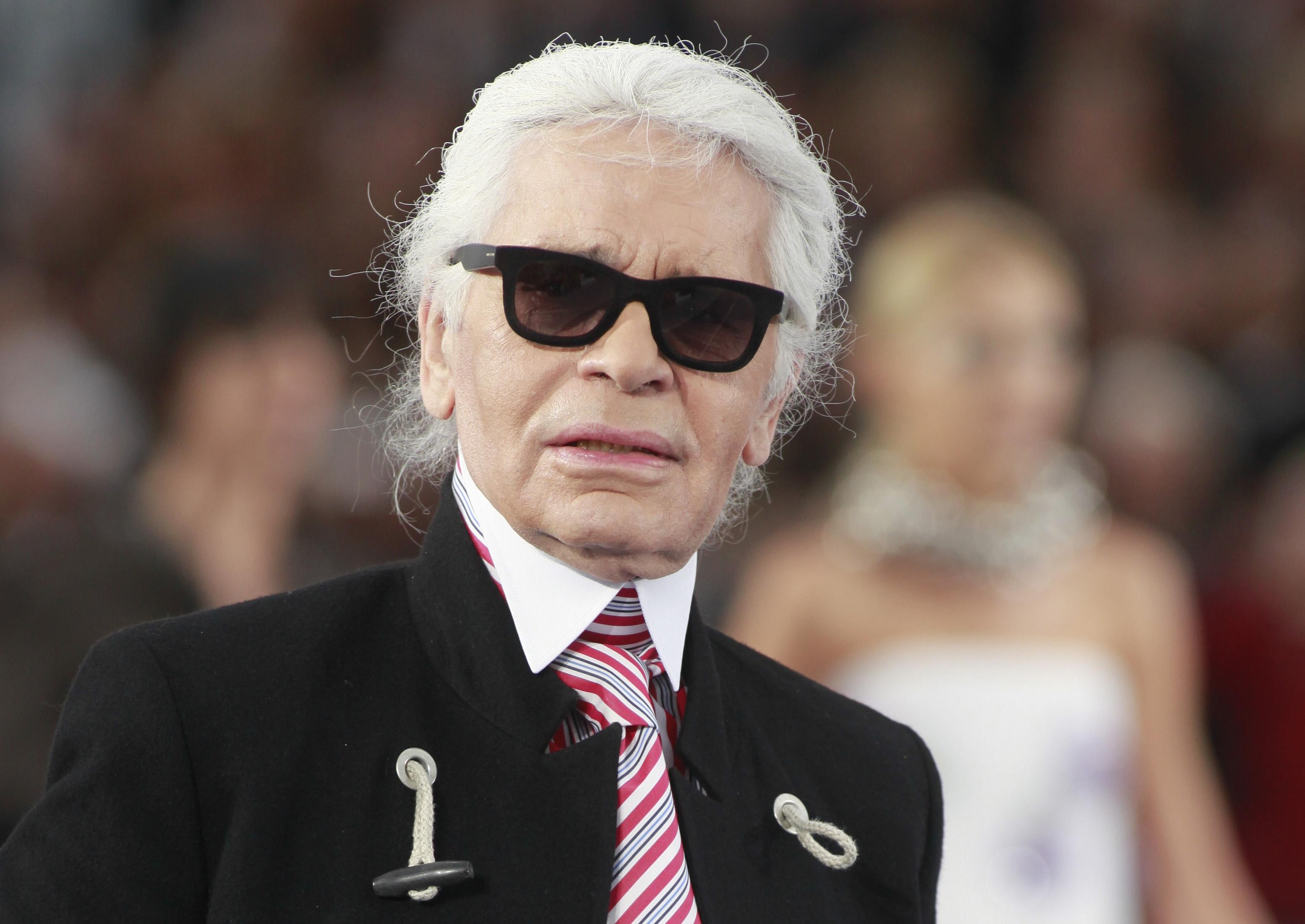 Карл Лагерфельд: Я сам постоянно ношу очки, поэтому продать их – все равно, что продать душу