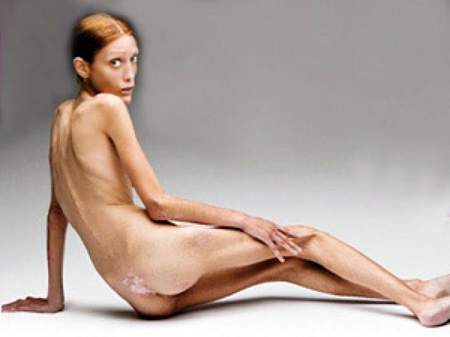 Голые девушки с раздвинутыми ножками в полный рост фото
