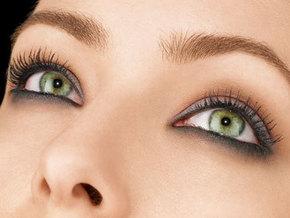 В этом макияже акцент сделан на глаза.