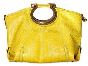Широкие и очень большие сумки сделают вас короче.  С ней вы будете.