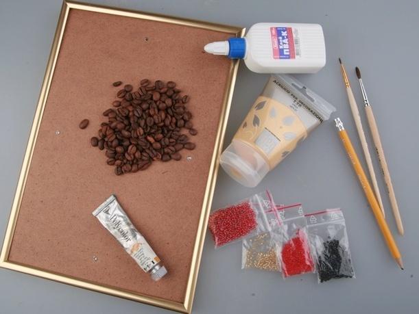 Материалы: кофейные зерна, клей, кисточки, карандаши, бисер, акриловые краски, рамка для фото.