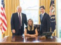 Иванку Трамп раскритиковали за снимок в президентском кресле