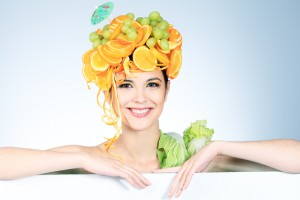 Чтобы твой организм получал достаточное количество витаминов, употребляй больше фруктов и овощей