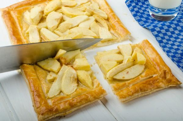 Рецепт                  Пирог из слоеного теста с яблоками