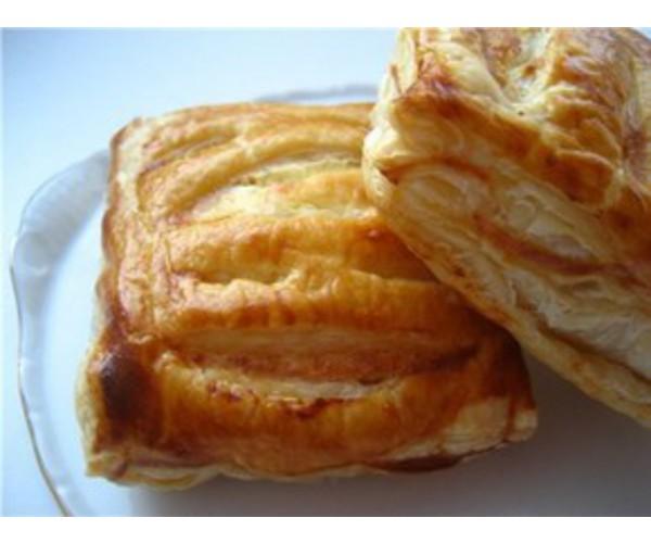 Рецепт                  Слойки с сыром и ветчиной