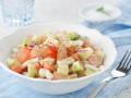 Салат из кальмаров, овощей и грейпфрута