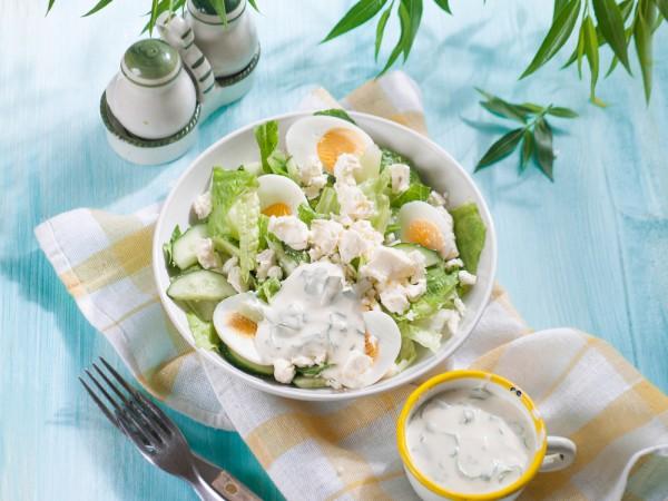 Яичный салат с брынзой