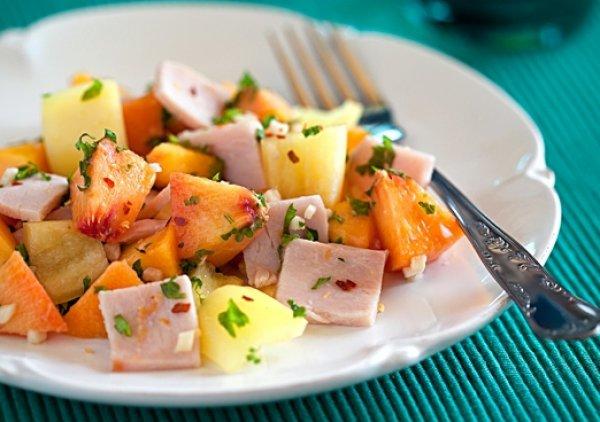 Рецепт                  Салат из персиков, ветчины и сладкого перца