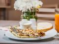 Завтрак по-французски: три рецепта сэндвича Крок Мадам