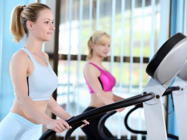 Тренировка на беговой дорожке отличается от бега на открытом воздухе.