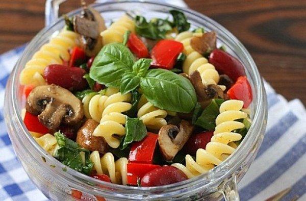 Рецепт                  Теплый салат из пасты с грибами и фасолью