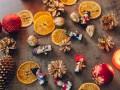 Как украсить стол к Новому году золочеными орехами и фруктами