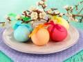Как покрасить пасхальные яйца (видео)