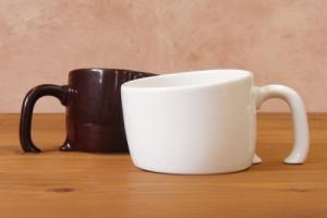 Чашка выполнена в двух цветовых решениях