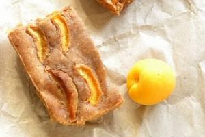 Простой и вкусный пирог с абрикосами