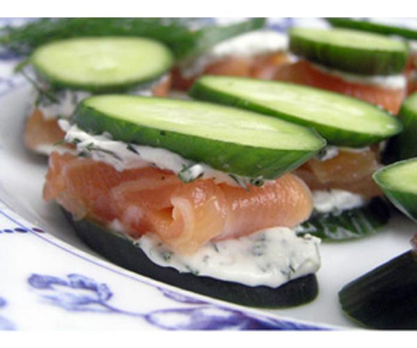 Рецепт                  Огуречные лодочки с лососем