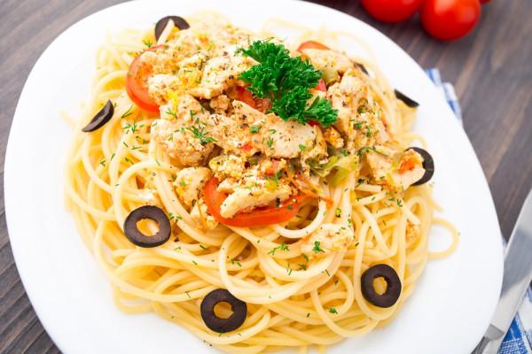 Рецепт                  Спагетти с курицей и оливками
