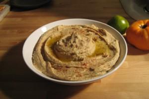 Домашний хумус можно использовать как пасту для бутербродов