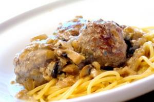 Спагетти с мясными тефтельками