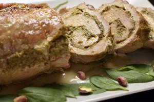 Свинина с фисташками, сыром и шпинатом
